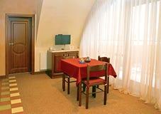 客厅内部片段在旅馆客房 免版税库存图片