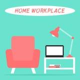 客厅内部的家庭工作场所与膝上型计算机、灯、扶手椅子和桌 库存图片