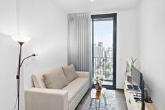 客厅在公寓在街市曼谷 库存图片