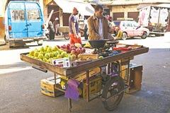客商卖果子卡萨布兰卡摩洛哥 免版税图库摄影
