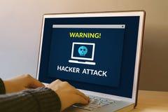 黑客在便携式计算机屏幕上的攻击概念 免版税库存图片