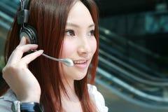 客户耳机有代表性微笑 免版税库存照片