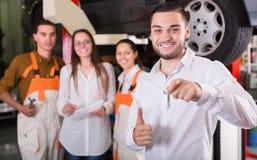 客户满意对机械工更新 免版税库存图片