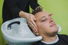 客户洗涤的头 免版税库存照片