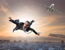 从客机的疯狂的商人飞行有高兴和机会的 库存图片