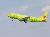 客机空中客车A319-114西伯利亚航空公司 免版税库存照片