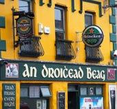 客栈的标志幽谷的爱尔兰 库存照片