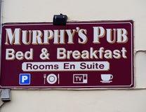 客栈的标志幽谷的爱尔兰 免版税库存照片