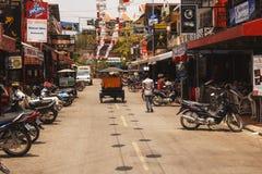 客栈街道-街市暹粒,柬埔寨 免版税库存照片