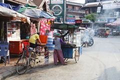 客栈街道-街市暹粒,柬埔寨 图库摄影