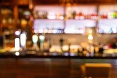 客栈酒吧柜台的醉酒的人被弄脏的透视视觉  库存照片