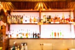 客栈酒吧柜台的醉酒的人被弄脏的透视视觉  库存图片