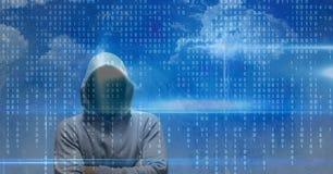 黑客的数字式综合图象在二进制编码和多云天空的 免版税库存图片