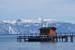 客舱在Tahoe湖 库存图片