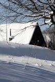客舱多雪的冬天 图库摄影