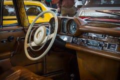客舱大型豪华汽车奔驰车280 SE 3 5小轿车(W111), 1970年 免版税库存图片