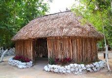 客舱房子小屋玛雅墨西哥palapa木头 免版税库存照片