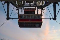 客舱维也纳巨型轮子细节在冬天圣诞节照亮的 免版税库存图片