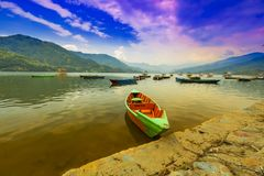 客船停车处在phewa湖 免版税图库摄影