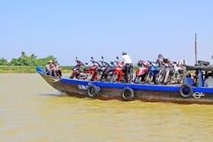 客船在会安市古镇,越南联合国科教文组织世界遗产名录 免版税图库摄影