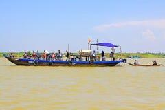 客船在会安市,越南联合国科教文组织世界遗产名录 免版税库存图片
