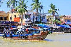 客船在会安市,越南联合国科教文组织世界遗产名录 库存照片