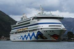 客船阿伊达气氛在科托尔黑山的港停泊了 库存图片