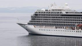 客轮北欧海盗猎户星座相反航行在海 股票视频