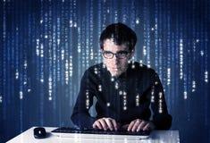 黑客从未来派网络技术的解码信息 免版税库存图片