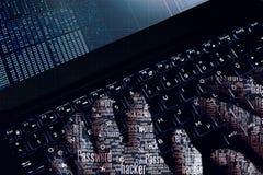 黑客wordcloud手在膝上型计算机的工作 第一人景色 免版税库存图片