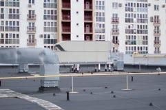 宣扬处理中央通风系统的单位屋顶 免版税库存图片