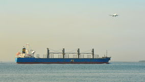 宣扬对在一张唯一照片的海运在樟宜 库存照片