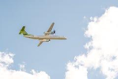 宣扬波儿地克的飞机投炸弹者破折号8 Q400 YL-BAI 免版税图库摄影