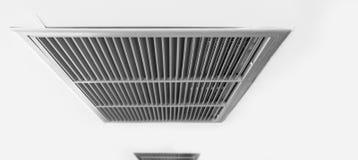 宣扬通风设备,金属在白色的板条框架 免版税库存照片