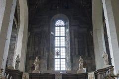 室内内部 在被保存的老教会里新生的室内装璜和墙壁绘画在Drogobigh,乌克兰 纪念碑 免版税库存照片