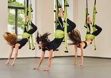 室内反地心引力的瑜伽锻炼 图库摄影