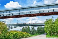 室内地铁桥梁和10月桥梁在鄂毕河 Novosi 库存图片