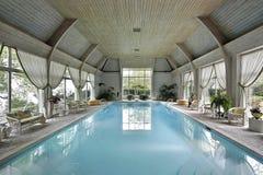 室内大池游泳 免版税库存照片