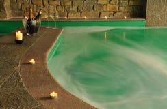 室内游泳池温泉 库存照片