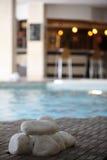 室内游泳池温泉 库存图片