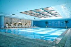 室内游泳池游泳 免版税图库摄影
