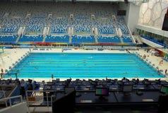 室内游泳池游泳 免版税库存图片