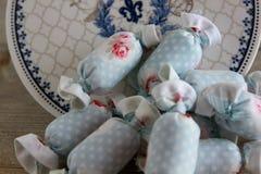 室内装璜的棉花糖与古色古香的板材 库存图片