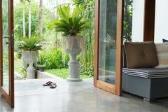 室内设计,沙发家具在客厅 免版税图库摄影