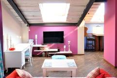 室内设计:一个现代客厅 库存图片
