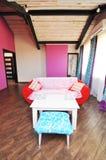室内设计:一个现代客厅 库存照片