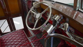 室内设计1940Â's阿根廷都市公共汽车公共交通的一个关键模型的驾驶席 股票视频