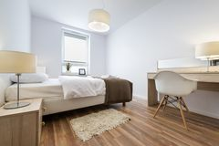 室内设计系列:现代卧室 免版税库存图片