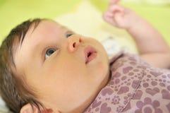 室内逗人喜爱的矮小的婴孩 库存照片