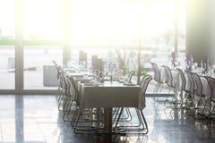 室内餐馆制表准备好服务 图库摄影